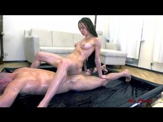 Трахаются в масле Mia Bandini - OILED UP TEEN FUCKING, SQUIRTING. MIA 720p hd porno Squirt, Squirting, Teens
