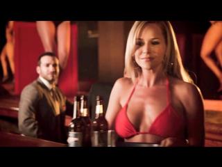 Julie benz wonderful big tits and hard nipples in a red bikini top (2017)