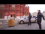 Баба Яга катается по Москве в ступе