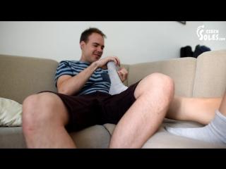 Çoraplarını ve ayaklarını zorla koklatan kadın CzechSoles