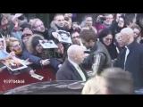 16 февраля 2018 - Роберт вместе с кастом фильма «Девица» покидает на  Берлинале