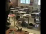 Видео очевидца расстрела учеников в школе во Флориде