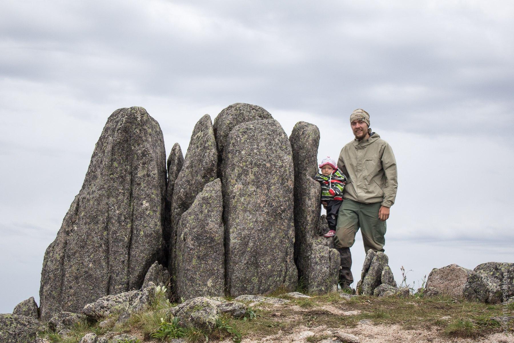 Эти скалы мне показались на уменьшенную копию нашей скалы Перья на столбах