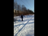 Уступите парню лыжню)))