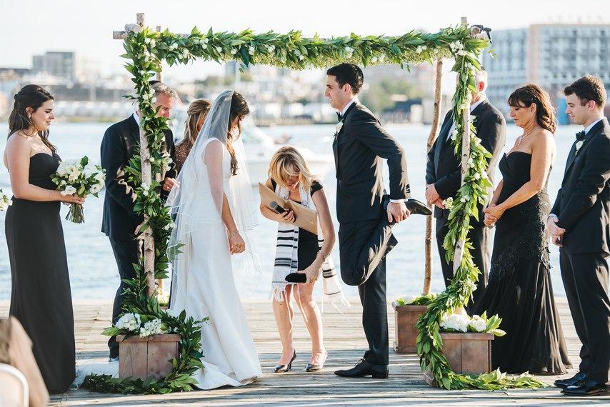 DNfonTk2zd4 - За и Против фаты на свадьбе