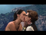Поцелуй от Галь Гадот (Gal Gadot) - Saturday Night Live (октябрь 2017)