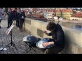 Необычный уличный музыкант