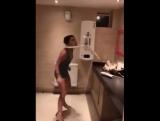 вот почему девушки так долго в туалете