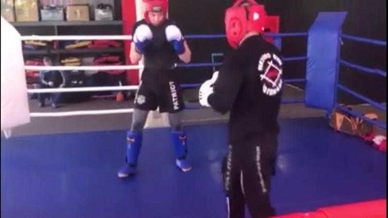 отработка ударов Patriot Proffesional team в ринге Армен Исраелян и Аскар Арстанов