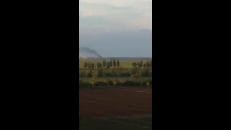 Поки Київ готується мирно спати в ОРДЛО активізувалася російська орда Маріуполь місцеві писали що чутно вибухи А ось і відео