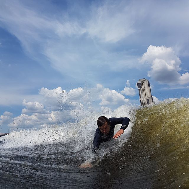 Nikita Locimin: Серфинг по-московски 🚤 🌊🏄🏻♂️ #wakesurf