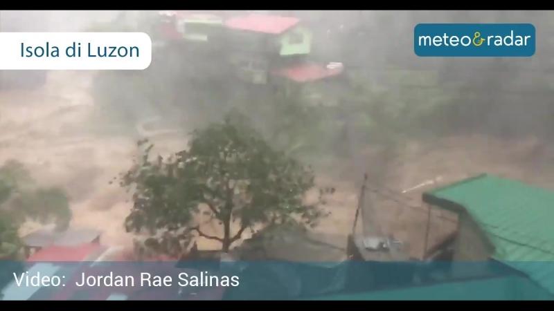 Situazione estremamente critica nellisola di Luzon nella parte settentrionale delle Filippine Il Tifone Mangkhut si abbatte su