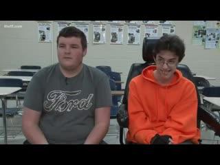 С сша школьник копил два года, чтобы подарить другу инвалидное кресло