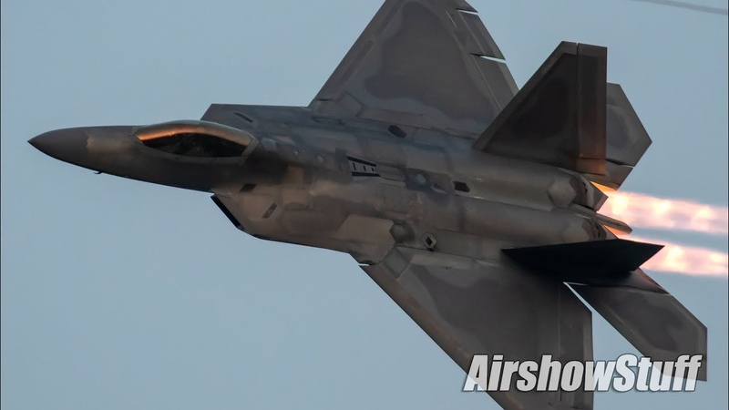 F 22 Raptor Twilight Afterburner Demo and Heritage Flight EAA AirVenture Oshkosh 2019