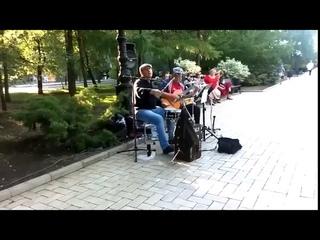 Deep Purple в центре Донецка  Мужики жгут просто огонь