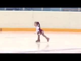 Ей всего 2,5 года! Самая маленькая фигуристка Казани