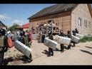 Бунт против цыган полиция вторые сутки охраняет дом цыган в Кузбассе от самосуда жителей деревни