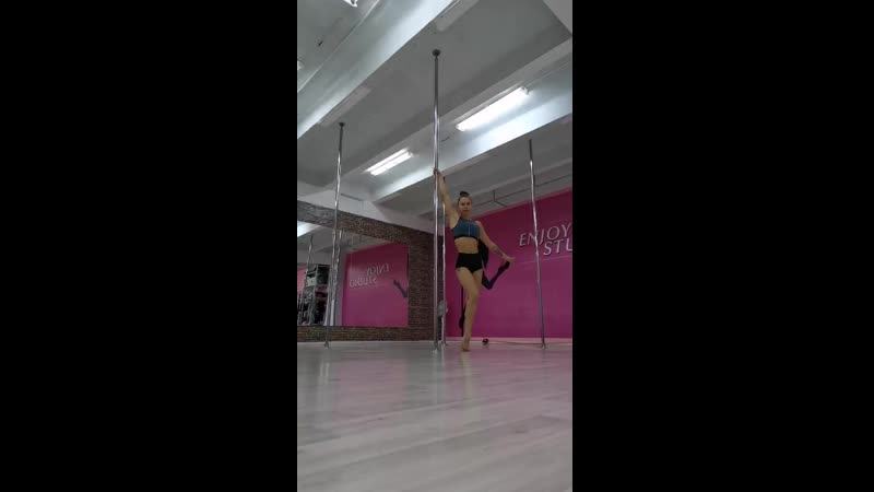 Pole dance. Dynamic combo 💃🤸‍♀️