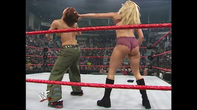 WWF Raw Is War 23.10.2000 - Trish Stratus vs Lita