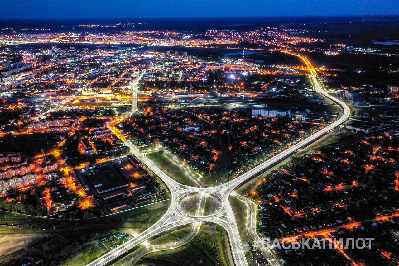 Вот как выглядит кольцо Западного обхода в вечернее время с высоты (красиво)