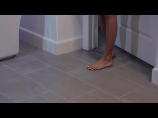 Eliza Ibarra в ванной с соседом (ПОРНО  СЕКС 2019 ДОМАШНЕЕ ВИДЕО footjob foot feet fetish POV)