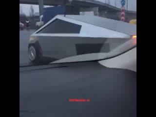 На дороге в Химках увидели российскую версию Tesla Cybertruck
