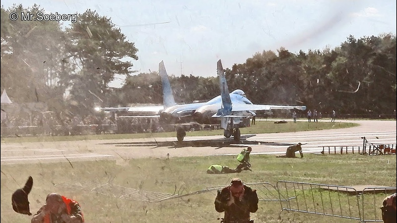 Spectators TUMBLE in JET-BLAST of Su-27 Ukrainian AF, Departing KB