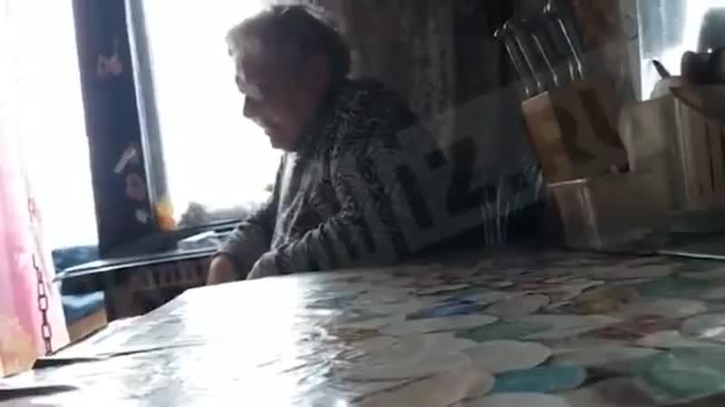 В Петербурге 68-летняя горожанка вынесла труп своей 49-летней дочери на улицу и оставила в кустах, объяснив это тем, что на похо