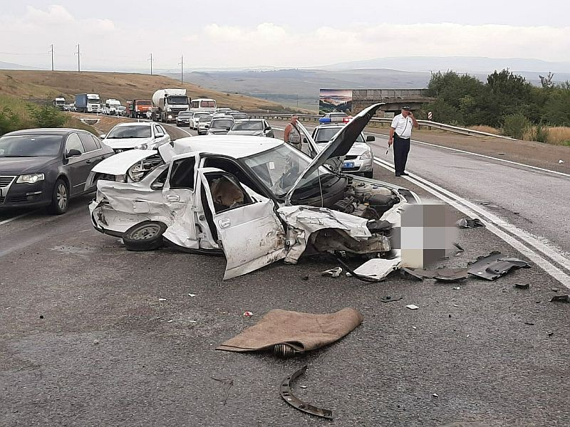 Водитель из КЧР разбил три автомобиля в Ставропольском крае
