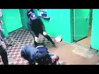 Избил полицейского