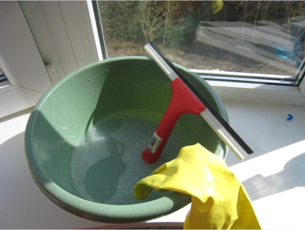 Чистые окна без разводов бабушкиным методом без ядовитой химии.
