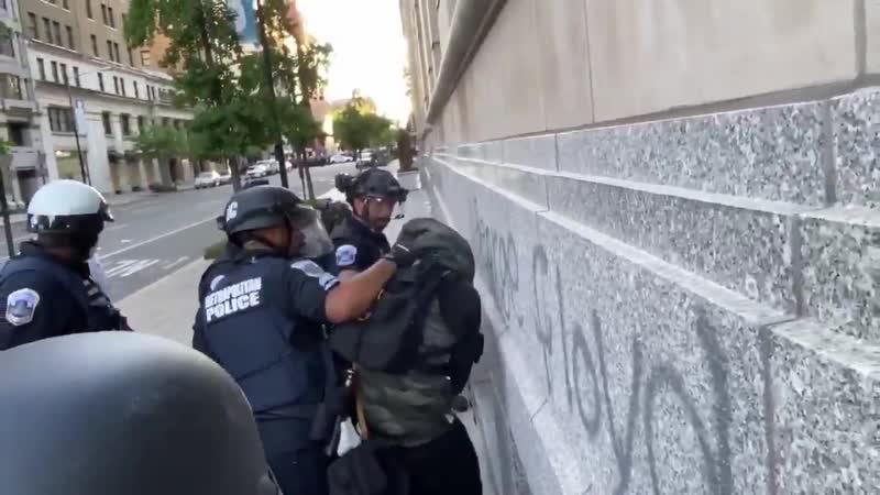 Même les manifestants BlackLivesMatter ne supportent plus les black blocks antifas