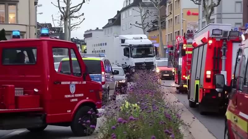 Limburg Lastwagen fährt auf Fahrzeuge auf Behörden gehen von Terror Anschlag aus 1080p 30fps H264 128kbit AAC