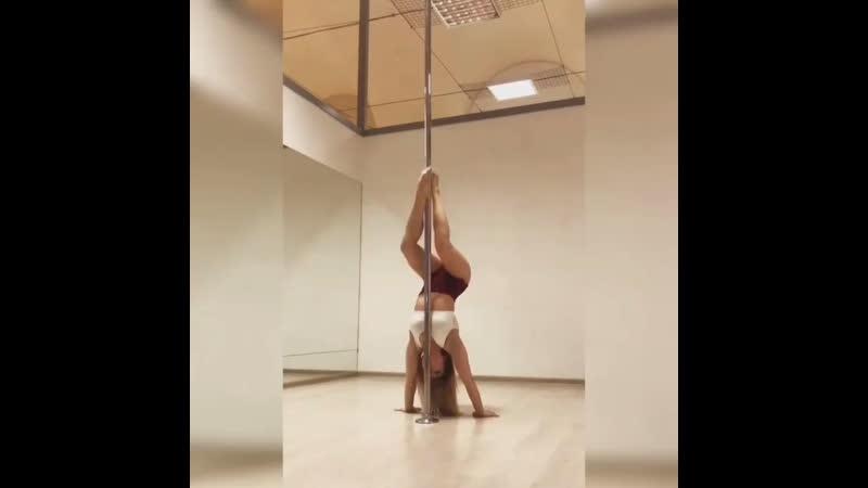 Наталья Томашова комбинация на пилоне