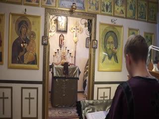 Сергей Никифоров читает послание Св. апостола Павла ко евреям, храм св. вмч. и целителя Пантелеимона,  г.