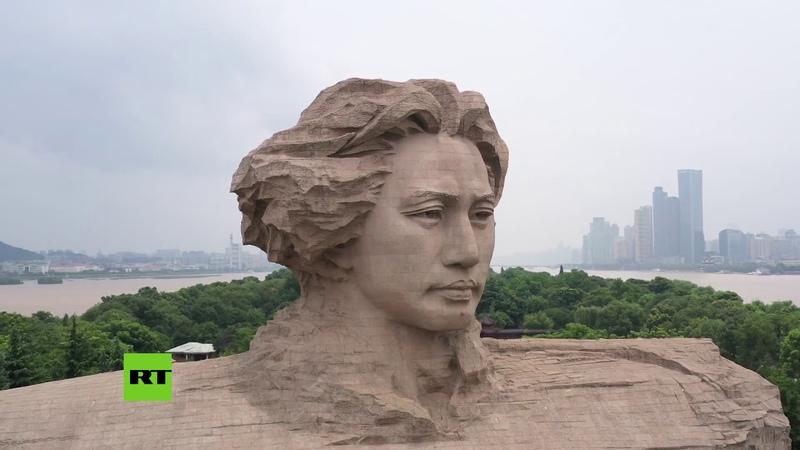 La isla con la escultura de Mao se sumerge en medio de inundaciones en China