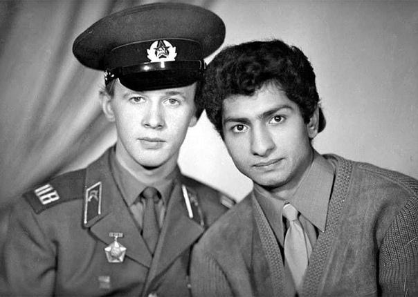 Узнали, конечно  Виктор Косых и Василий Васильев во времена службы Виктора в Армии, на погранзаставе границы с Финляндией