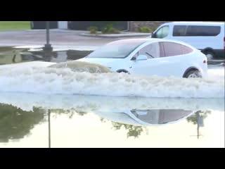 Tesla model x в воде