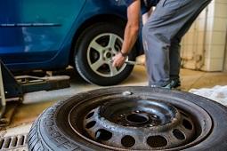"""Воры оставили """"компенсацию"""" за украденное с автомобиля колесо"""