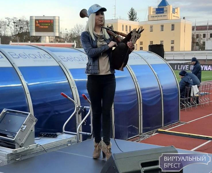 """Брестское """"Динамо"""" играет со """"Славией"""" при почти пустых трибунах"""