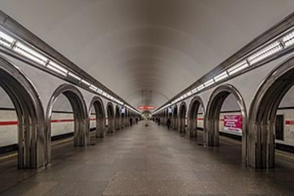 Станции метро с одинаковыми названиями в Санкт-Петербурге и Москве