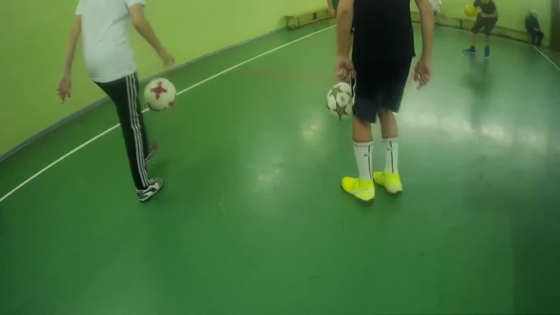 Учимся правильно чеканить футбольный мяч