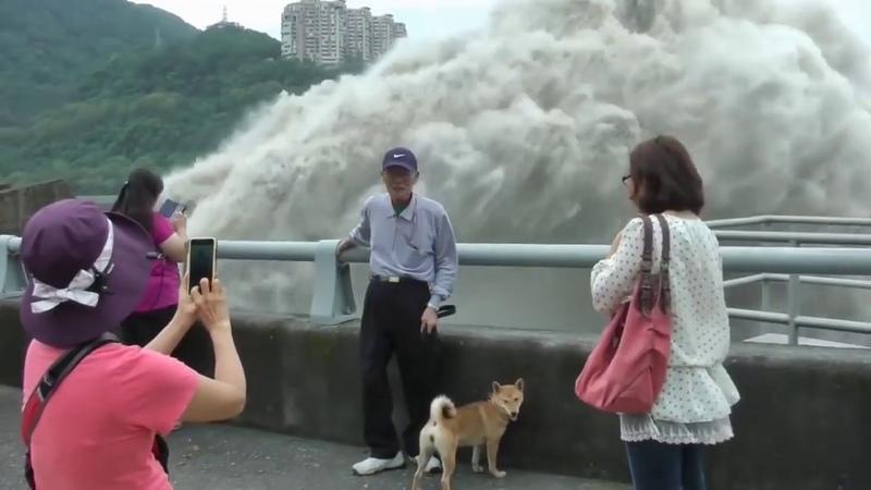 Что происходит когда открывают огромную плотину или дамбу Whater dam discharge Epic Video