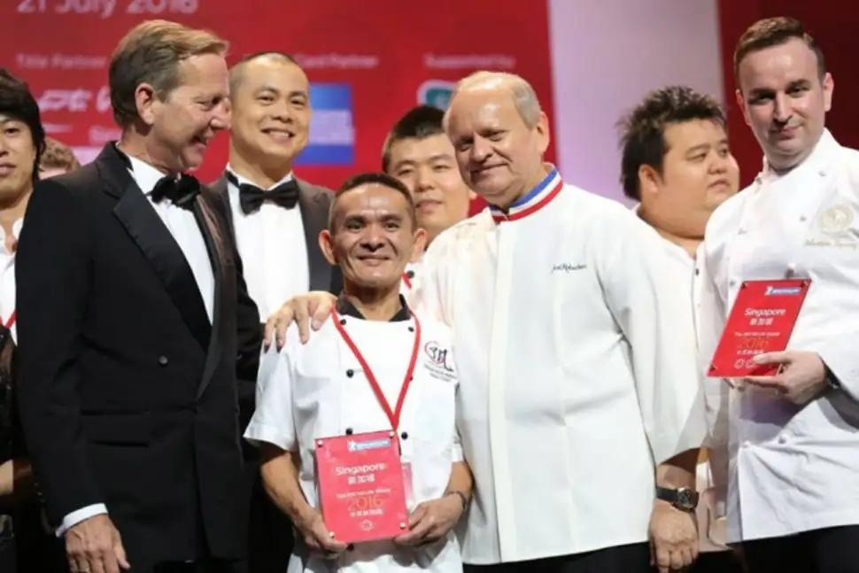 Как сингапурский торговец уличной едой получил звезду Мишлен