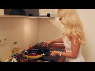 Jana Cova - Cooking With Me