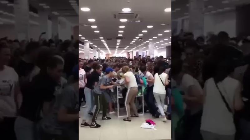 Во Владикавказе покупатели устроили драку из за одежды