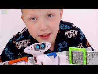 Мир мальчишек • ВОССТАНИЕ МАШИН?! БИТВА РОБОТОВ! Никита в музее роботов.