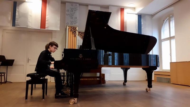Simon Semjon Yakimov plays a Mendelssohn concert for piano A moll