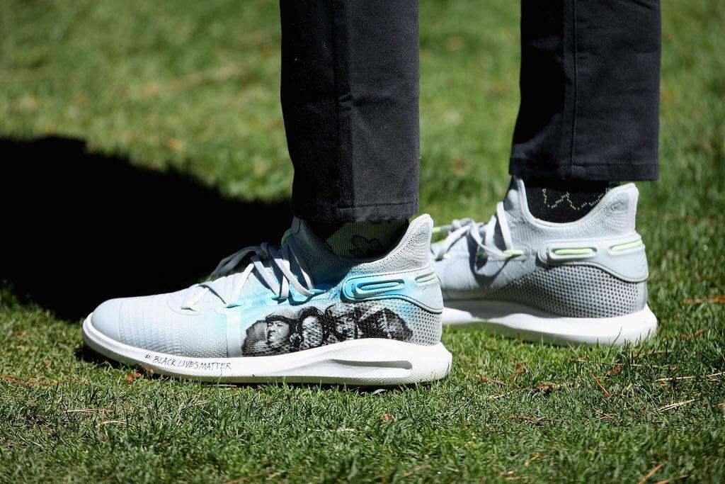 Стеф Карри сыграл в гольф в кроссовках с отсылкой к движению Black Lives Matter
