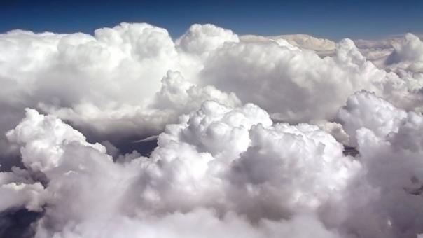 Почему облака не падают, хоть и весят больше тонны Совсем мелким каплям не дают падать вниз беспорядочные удары со стороны молекул воздуха, находящихся в хаотичном тепловом движении. Такое